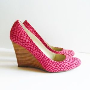 Max Studio Wedges Raspberry Suede Like New